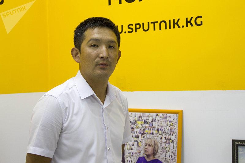 Курсант ГУОБДД Бишкека Азизбек Ысманов во время беседы.
