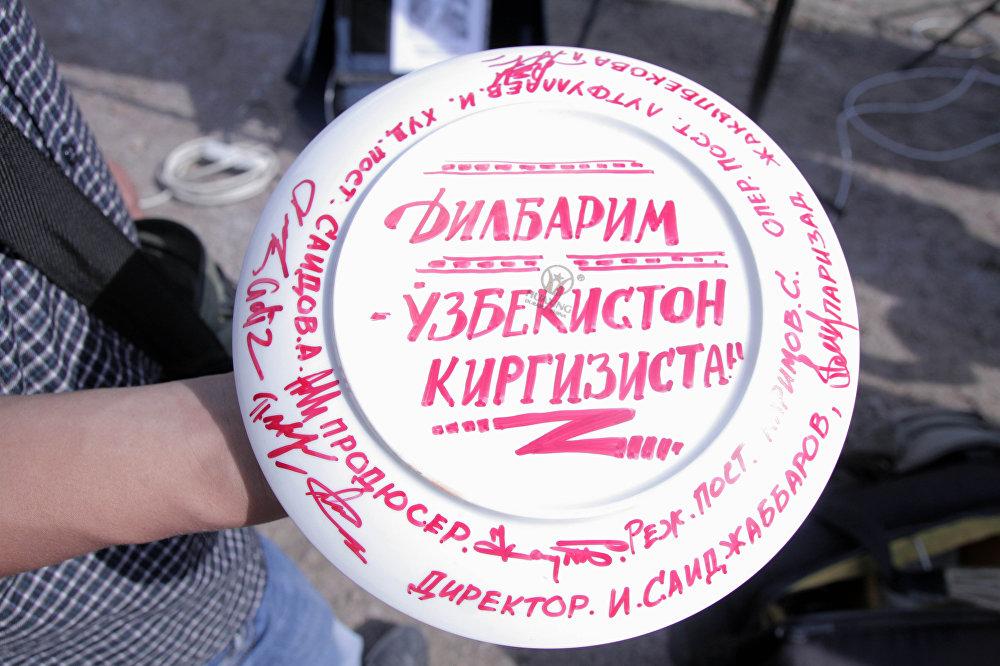 Делбирим тасмасын тартуу иштери 25-июнда Ташкентте башталган. Кинонун сценарийин Керез Зарлыкова жазса, режиссерлук ишти өзбекстандык Сарвар Каримов алып барды.