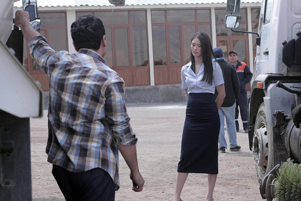 Кыргызстандын белгилүү актрисасы Элина Абай кызы терс каармандын ролун аткарып, Кадичанын образын жаратты