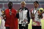 Чемпионка Азиатских игр Дарья Маслова (в центре) во время церемонии награждения