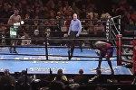 Американский боксер сбежал с ринга, не нанеся ни одного удара — видео