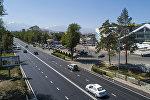 Автомобили на проспекте Чингиза Айтматова в Бишкеке