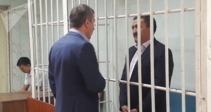 Адвокат Албек Ибраимовдун баш коргоо чарасын өзгөртүп, анын ичинде үй камагына чыгарууга толук негиздер бар экенини белгиледи