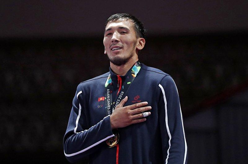 Обладатель золотой медали Азиатских игр Торокан Багынбай Уулу во время награждения в Джакарте