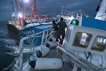 Французские и английские рыбаки устроили битву в проливе. Видео