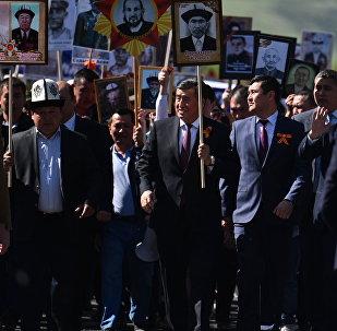Президент Кыргызстана Сооронбай Жээнбеков на шествии Бессмертный полк в Бишкеке