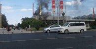 Из верхних этажей Национальной филармонии имени Токтогула Сатылганова валит черный дым