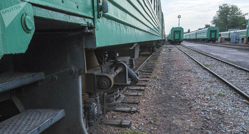 Поезд в железнодорожном вокзале Бишкека. Архивное фото