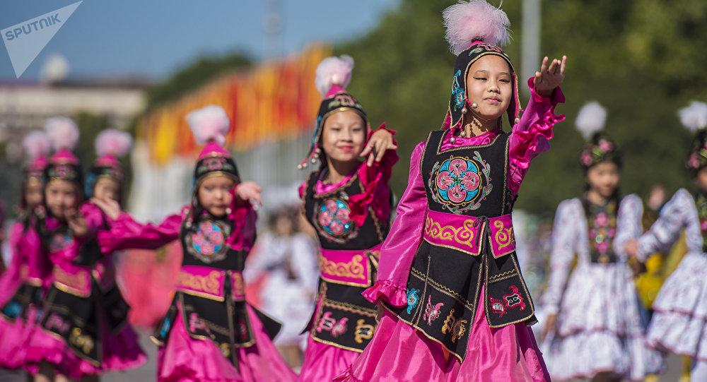 Праздничные мероприятия на площади Ала-Тоо в Бишкеке в честь независимости Кыргызстана. Архивное фото