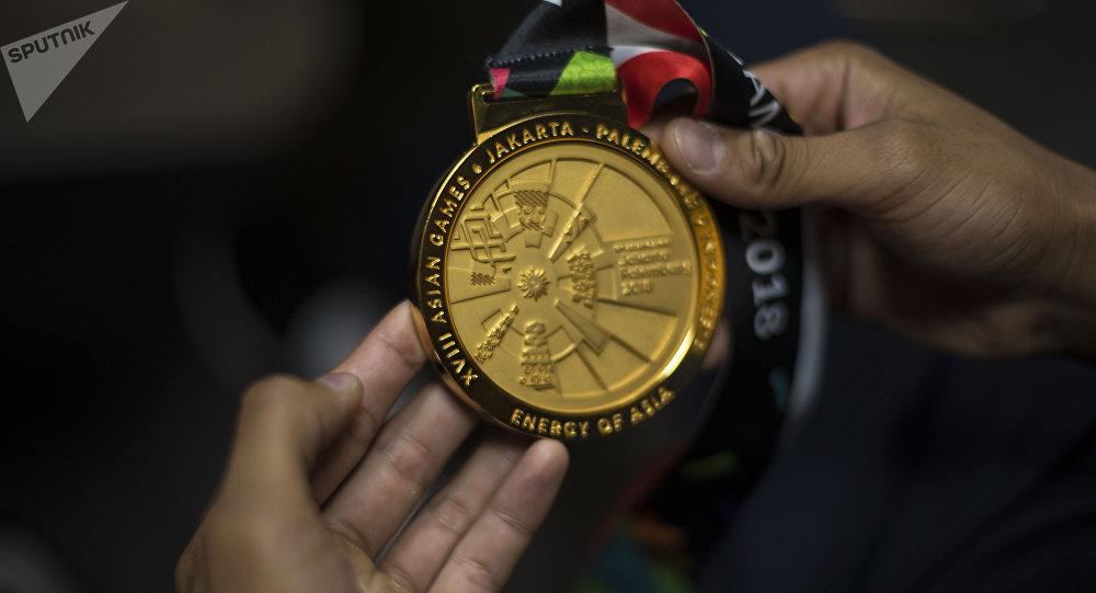 Индонезияда болгон жайкы Азия оюндарынын алтын медалы. Архив