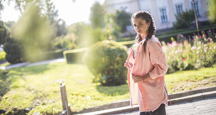 Молодая певица и актриса Алина Балабина