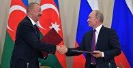 Президент РФ Владимир Путин и президент Азербайджана Ильхам Алиев на церемонии подписания ряда межправительственных и межведомственных документов.