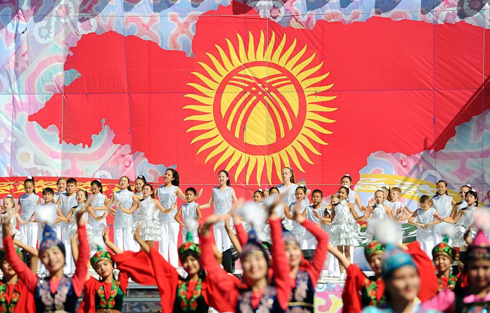 Площадь Ала-Тоо. Праздничное мероприятие в честь 27-летия независимости Кыргызстана.