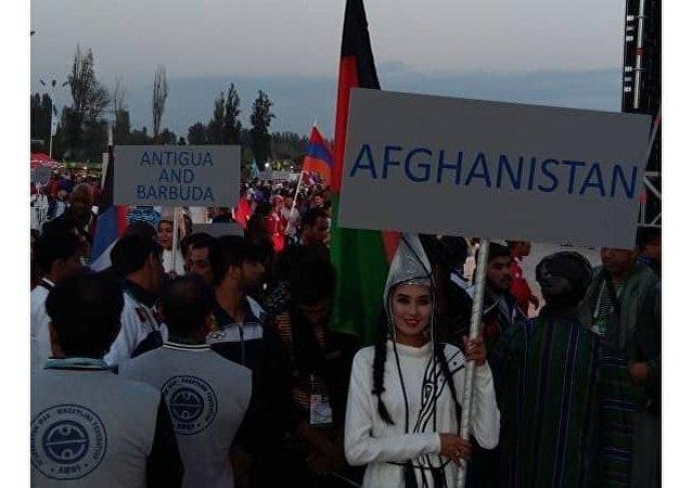 Представитель делегации Афганистана на ипподроме в Чолпон-Ате перед церемонией открытия III Всемирных игр кочевников
