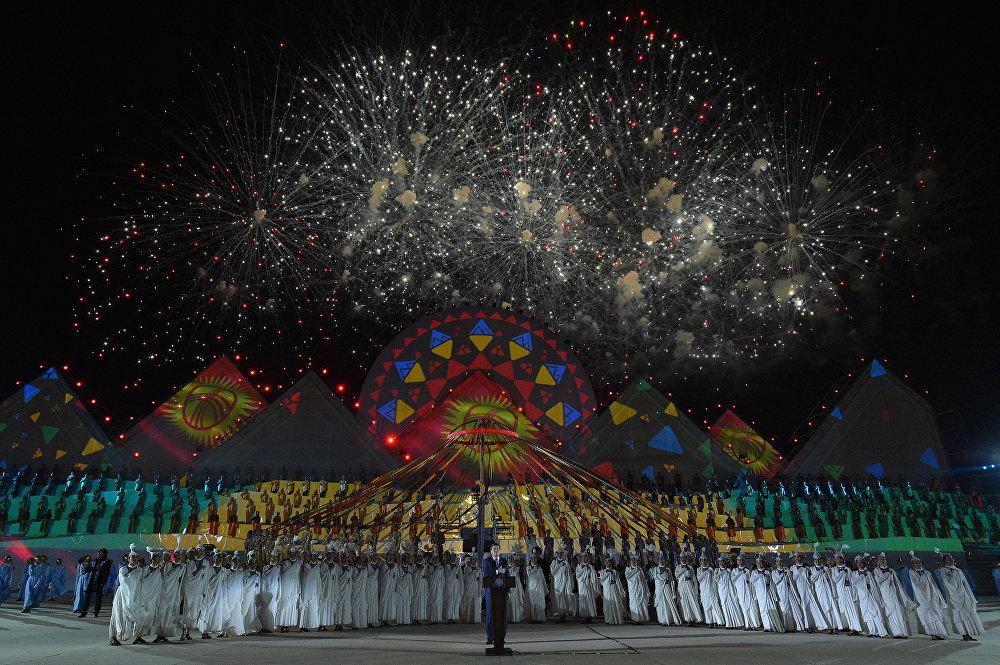 Чолпон-Ата шаарында Көчмөндөрдүн дүйнөлүк III оюндары башталып, ага 80ден ашуун өлкөнүн спортчулары катышкан. 2-сентябрь