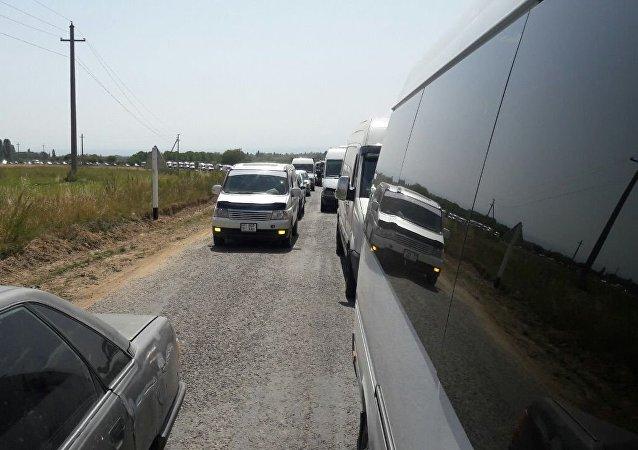 Автомобильный затор по пути в джайлоо Кырчын