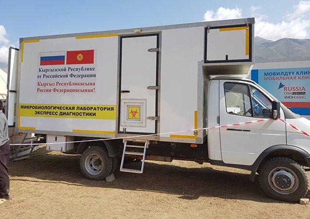 В этногородке Кырчын дежурит мобильная клиника — машины были подарены Кыргызстану в прошлом году правительством Российской Федерации.