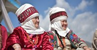 Элечекчен аялдар. Архивдик сүрөт