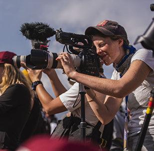 Фотографы и операторы на торжественном церемонии открытия этногородка в урочище Кырчын. Архивное фото