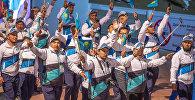 Спортсмены из Казахстана на параде участников на церемонии открытия III Всемирных игр кочевников на ипподроме в Чолпон-Ате