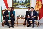 Президент Кыргызской Республики Сооронбай Жээнбеков в Чолпон-Ате Иссык-Кульской области провел двустороннюю встречу с премьер-министром Венгрии Виктором Орбаном, прибывшим в Кыргызстан с официальным визитом. 4 сентября, 2018 года