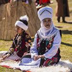 Элечек  — кыргыздардын улуттук баш кийими. Аны аялзаты турмушка чыккандан кийин кийген. Элечек 50 метрге чейинки кездемеден оролуп жасалгандыктан, көчүп-конуп жолдо жүргөндө бала төрөлсө учун кесип ороп же адам каза болсо кепин катары колдонушкан
