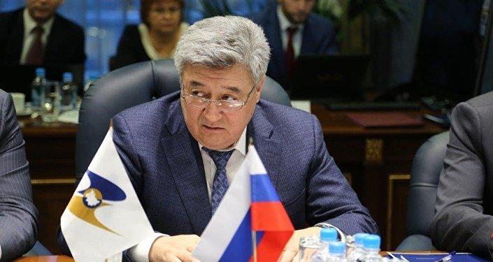 Архивное фото экс-председателя Государственной таможенной службы Адамкула Жунусова