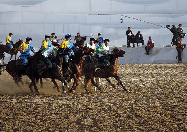 Сборная Узбекистана сенсационно обыграла сборную Казахстана, со счетом 4:5 в полуфинальном матче на ипподроме в Чолпон-Ате