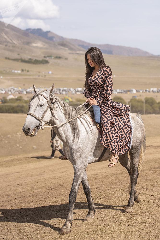 Другие катались на лошадях