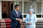 Экс-президент Кыргызстана Сооронбай Жээнбеков с супругой. Архивное фото