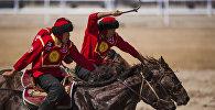 Игроки сборной Кыргызстана конно-спортивной игры кок-бору (козлодрание). Архивное фото