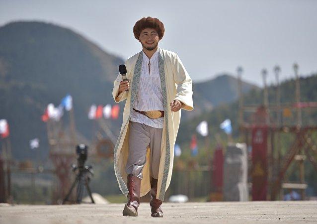 Певец Арсен выступает в этнофестивале Кырчын в рамках третьих игр кочевников