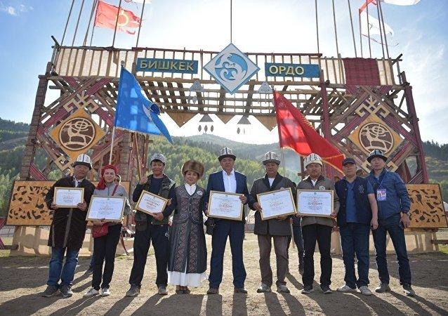Мэрия города Бишкек завоевала ряд наград в этногородке Кырчын в рамках III Всемирных игр кочевников.