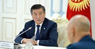 Президент Сооронбай Жээнбеков Кытайдын борбордук аскер кеңешинин төрагасынын орун басары Сюй Цилянды кабыл алды