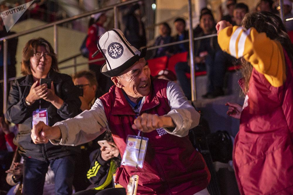 Закрытие ВИК было очень веселым. Сотни людей танцевали под хиты мировых звезды. Усидеть на месте не мог практически никто.