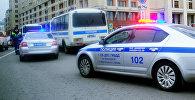 Автомобили полиции на одной из в Москве. Архивное фото