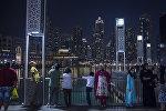Туристы на набережной в Дубае. Архивное фото