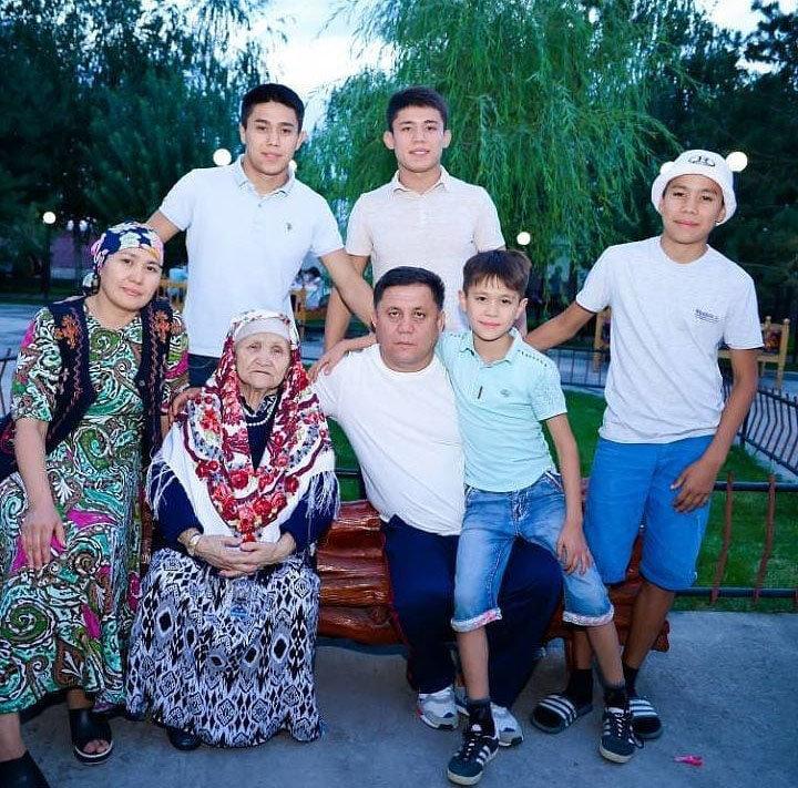 Депутат ЖК Максатбек Эгембердиев с семьей на отдыхе