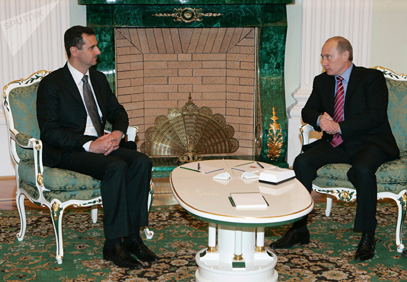 Президенты Сирии и России Башар Асад и Владимир Путин (слева направо) во время встречи в Кремле.
