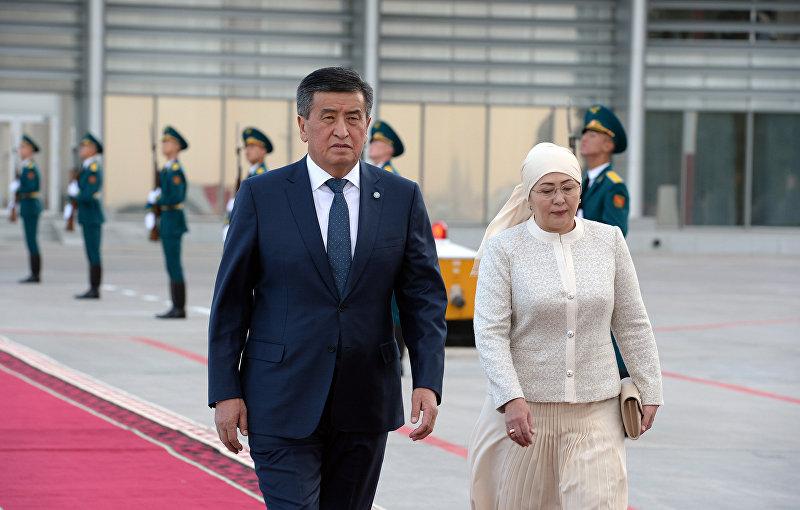 Президент Кыргызстана Сооронбай Жээнбеков и первая леди Айгул Жээнбекова во время встречи президента Турции