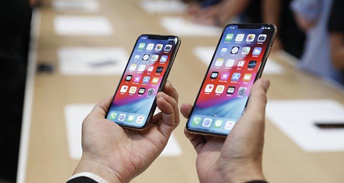 iPhone XS жана XS Max смартфондору. Архив