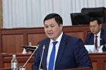 Депутат Жогорку Кенеша от фракции Республики — Ата-Журт Акылбек Жамангулов во время заседания. Архивное фото