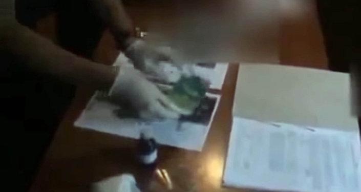 Как задерживали заместителя военкома со взяткой в Кыргызстане. Видео
