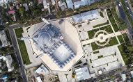 Вид на центральную республиканскую мечеть имени имама аль-Сарахсия в Бишкеке. Архивное фото