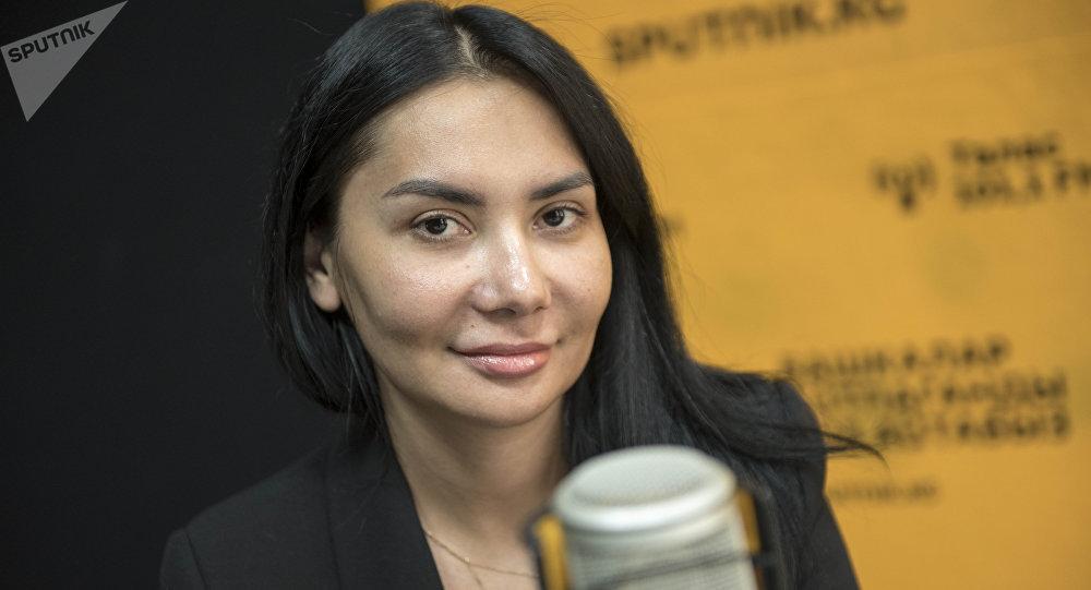 Генеральный директор сети ресторанов Гузеля Камбарова во время интервью на радиостудии Sputnik Кыргызстан