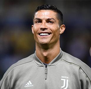 Португальский футболист, нападающий итальянского клуба Ювентус Криштиану Роналду во время тренировок. Архивное фото