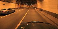 Автомобиль проезжает тоннели. Архивное фото