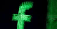 Трехмерная эмблема Facebook. Архивное фото