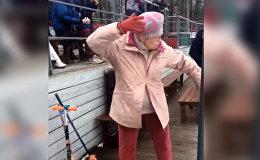 Бабушка взорвала соцсети зажигательным танцем. Видео