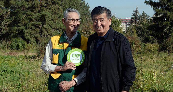 Ишембилик аяктагандан кийин президент Сооронбай Жээнбеков Ботаникалык бактын абалы менен таанышып чыкты